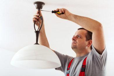 Wand- und Deckenlampen anbringen